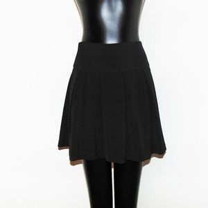 NWOT Black Pleated Skirt by Forever 21 in sz Large